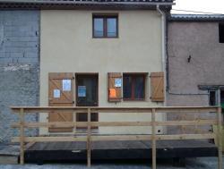 La nouvelle façade et terrasse du foyer.